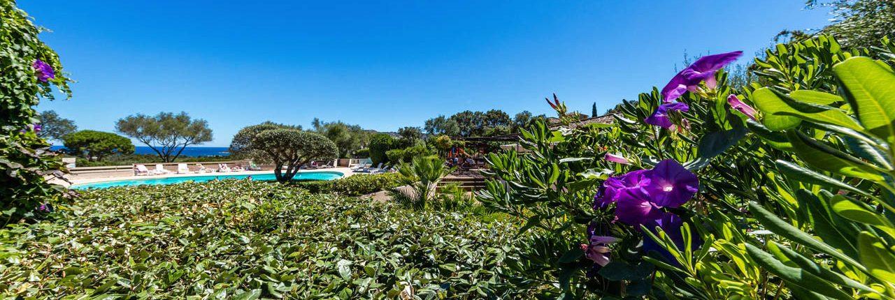 Location de villa avec piscine et vue mer à Santa Giulia